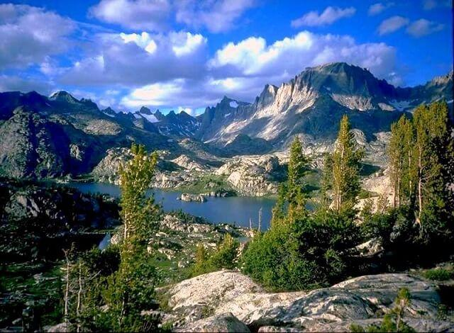 A ski resort vacation to Mammoth Mountain will have you breathless from just choosing an activity. Residing just outside of Yosemite National park and right next door to June Mountain Mammoth Mountain is a one stop shop for adventure. Definitely a top contender for a ski resort vacation destination.