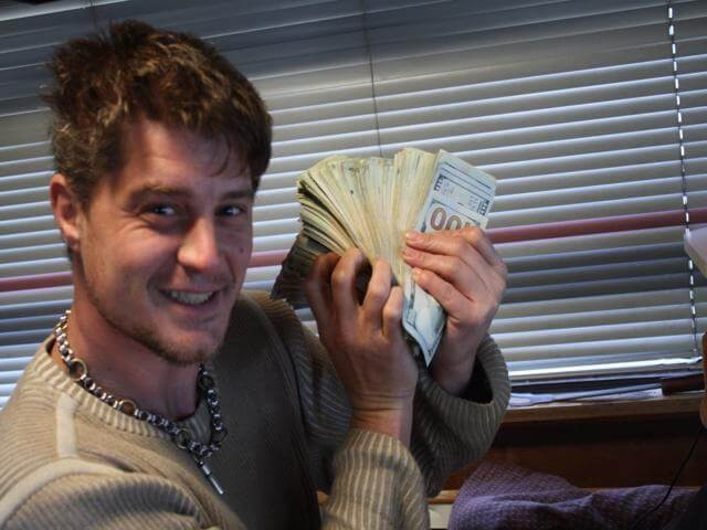 AOWANDERS making money while living in his RV full time